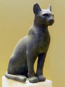 Skulptur aus Stein der Katzengöttin